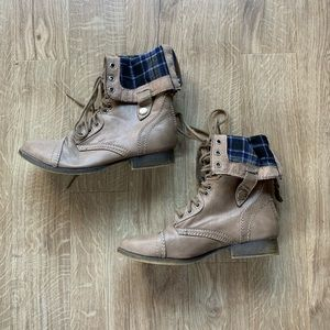 SM New York Cream Combat Boots With Plaid Lining